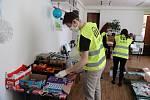 Velikonoční balíčky pro seniory v Příbrami od humanitární organizace ADRA.