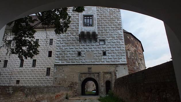 Zámek v Rožmitále pod Třemšínem se otvírá veřejnosti díky práci dobrovolníků.