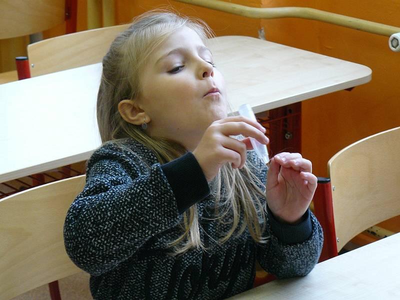 Z antigenního testování žáků na koronavirus ve 2. Základní škole v Dobříši.