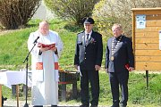 Hasiči v Kamýku nad Vltavou slavnostně křtili nový zásahový vůz.
