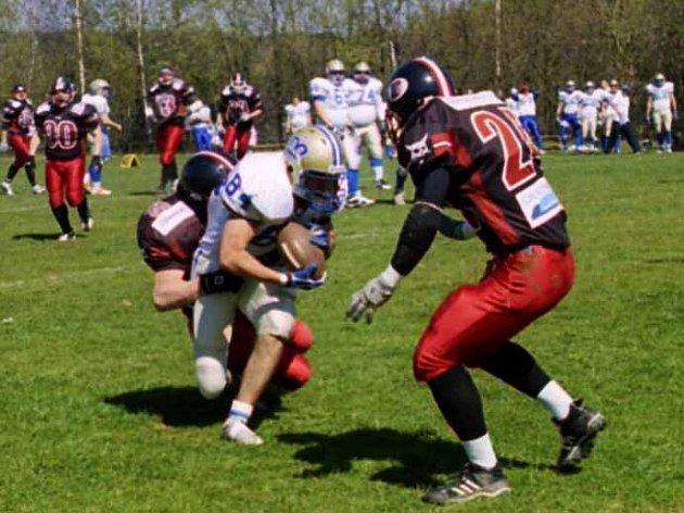 Česká liga amerického fotbalu byla o víkendu zahájena také na hřišti u Fialky v Příbrami.