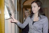 OTISK prstu jako identifikační biometrický prvek používají zaměstnanci sedlčanské radnice při příchodu, odchodu a opuštění pracoviště během dne již pátým rokem.