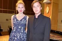 MLADÍ zpěváci Lucie Nováková a Adam Balda na koncertě zazpívali duet z opery Rusalka.