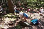 Mladí badatelé se vypravili za přírodou Brd na komentované vycházce.