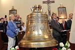 V Kamýku nad Vltavou se odehrálo slavnostní žehnání nového zvonu.