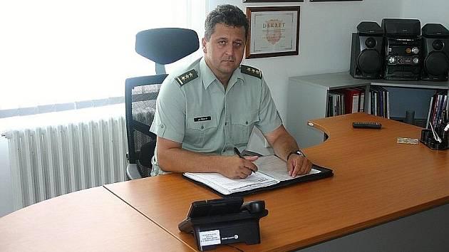 Nový velitel 13. dělostřelecké brigády plukovník generálního štábu Jan Třináctý. Ten předtím zastával post náčelníka dělostřelectva Armády České republiky.