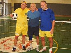 Vítěz šestého turnaje Satelitu - Důchodci Příbram, zleva: Jan Šejna, Jan Hulínek a Čenda Černý.