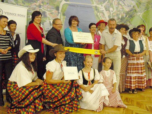 Slavnostní předání Zlaté stuhy obci Kamýk nad Vltavou.