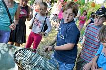 Rožmitálští školáci se ve čtvrtek učili chytat ryby.