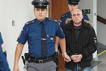Z brutálního znásilnění se před trestním senátem Krajského soudu v Praze zpovídal 39letý recidivista Robert Diviš.