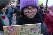 Bára Laňková si ze Sedlčan v sobotu 2. prosince odvezla certifikát Agentury Dobrý den z Pelhřimova, že je nejmladší českou spisovatelkou, které vyšla knížka.