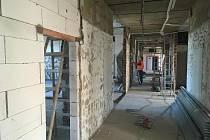 Rekonstrukce zbývajících pater pavilonu D4 v příbramské nemocnici potrvá zhruba 11 měsíců a vyjde téměř na 94 milionů korun.