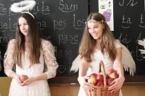 Mikuláš s čerty a anděly navštívili základní školu v Milíně.