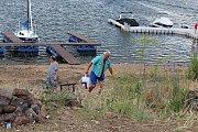 Kempy na Orlické přehradě ožily. Klidnější jsou Popelíky, zato na Trhovkách potkáte i souseda.