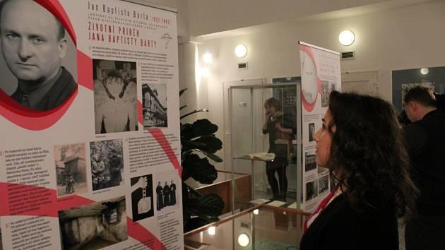 Z vernisáže výstavy o politickém vězni Janu Baptistovi Bártovi v prostorách Státního okresního archivu v Příbrami.