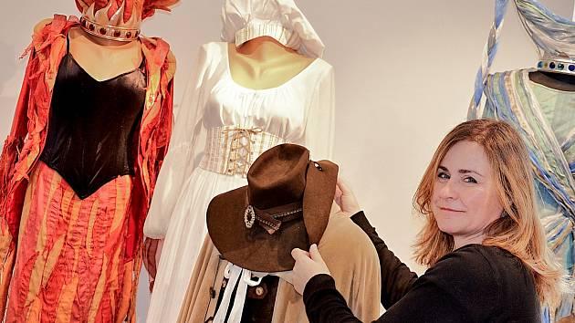 V příbramské galerii si lidé prohlédnou kostýmy z pohádek.