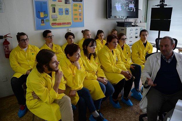 Studenti příbramského Gymnázia pod Svatou Horou navštívili Katedru jaderných reaktorů Fakulty jaderné a fyzikálně inženýrské ČVUT vPraze.