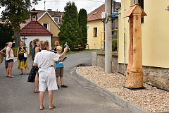 Slavnostní odhalení dřevěné sochy, kterou vytvořil výtvarník a sochař Pavel Vítek, se odehrálo v sobotu 11. srpna od 15 hodin přímo v Bratřínově.