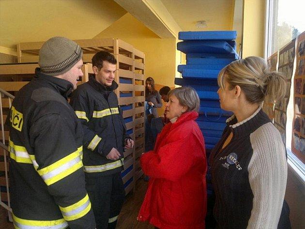 Hasiči přichystali provizorní školku v hasičárně.