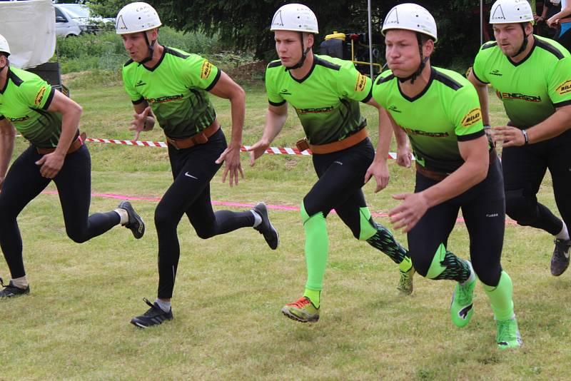 V Zalužanech bojovalo o nejlepší čas hned 22 týmů.