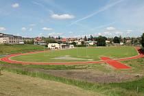 Oprava lehkoatletického stadionu Taverny byla letošní největší investicí města. Vyšla Sedlčany na téměř 20 milionů korun.
