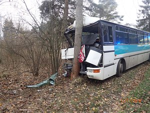 Na Příbramsku boural autobus s mladými fotbalisty