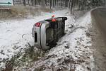 První sníh řidiče na Příbramsku zaskočil.