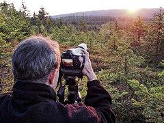 CHKO Brdy - okamžik při západu slunce nad brdskými vrcholy.