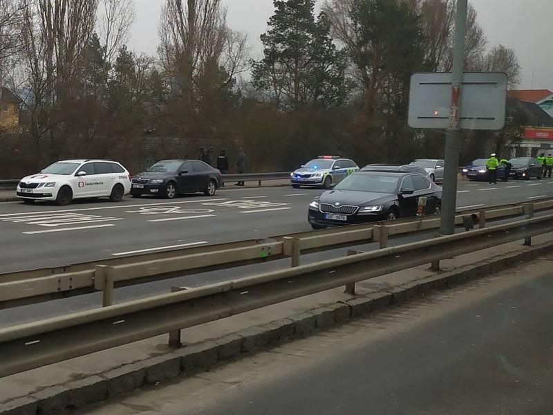 Policejní kontrola na cestách mezi okresy.