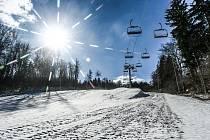 Skiareál Monínec v sobotu 6. března 2021.