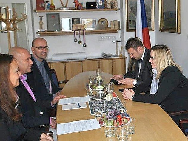 Ministryně pro místní rozvoj Karly Šlechtové s vedením radnice.