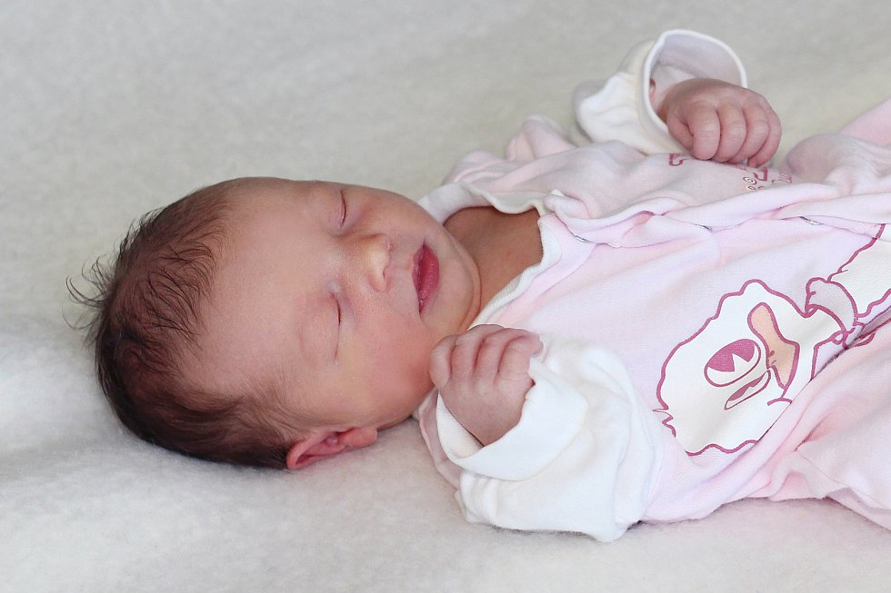 Eliška Dolejšová se narodila 1. listopadu 2019 v Příbrami. Vážila 2890 g a měřila 47 cm. Doma v Praze ji přivítali maminka Gabriela s tatínkem Štěpánem.