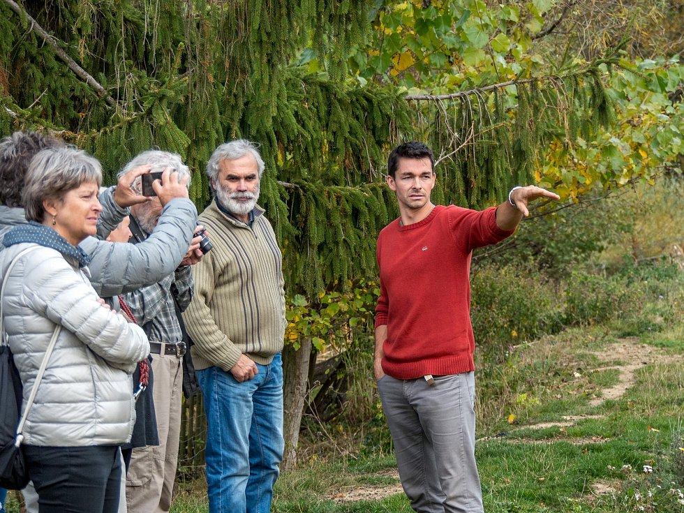 Uznání za jedinečnou práci s vodou v krajině, která navíc nevyžaduje velké finanční náklady, převzal v neděli 20. října v Kosově Hoře nedaleko Sedlčan arborista a ornitolog Lubor Křížek.