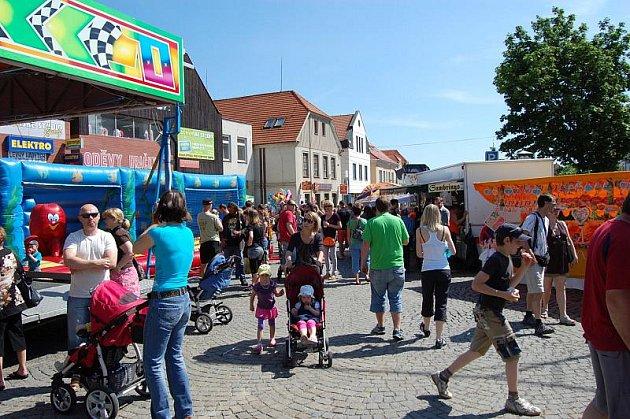 Dobříšské májové slavnosti na Mírovém náměstí.