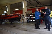 Ze slavnostního předání nového přívěsu pro převoz záchranného člunu v Dobříši.