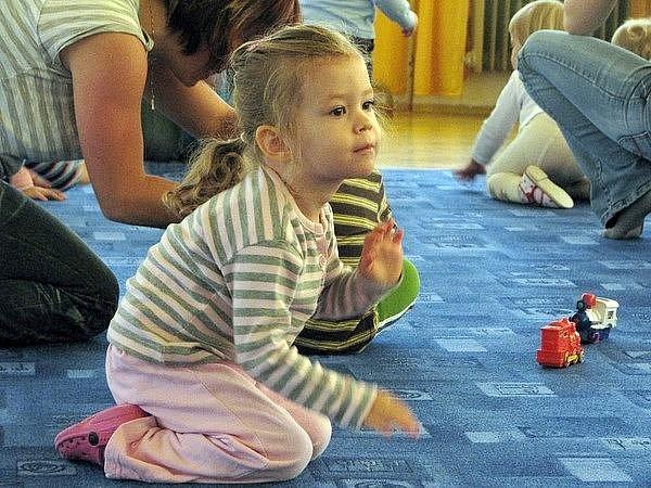 Hudební hrátky s malými děťátky v příbramském domě dětí a mládeže