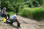 Dětské rybářské závody na rybníku Kopáčov u Jinců.