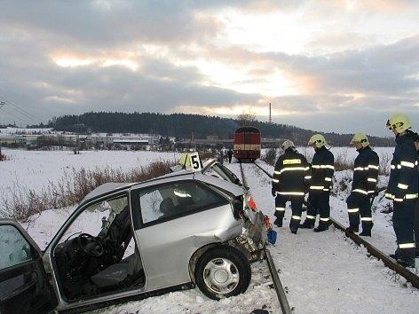 Tragická nehoda na železničním přejezdu u Trhových Dušník v roce 2006.