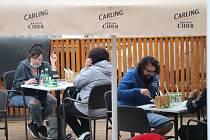 Zahrádky restaurací a hospod tak budou mít v Příbrami dál otevřeno jen do 22 hodin.