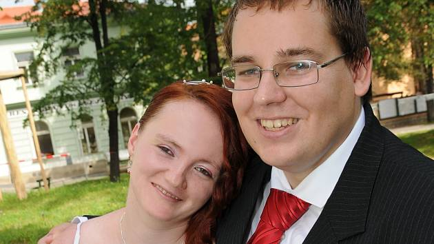Nela Nekolná a Jan Beránek si navlékli snubní prstýnky v sobotu 28. července hodinu před polednem na Zámečku v Příbrami.