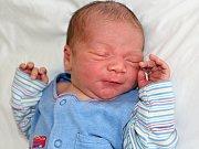 MIKULÁŠ RAMPA se narodil v pondělí 17. července o váze 3,85 kg a míře 51 cm rodičům Renatě a Matějovi z Příbrami. Radost z brášky má malý Matýsek.