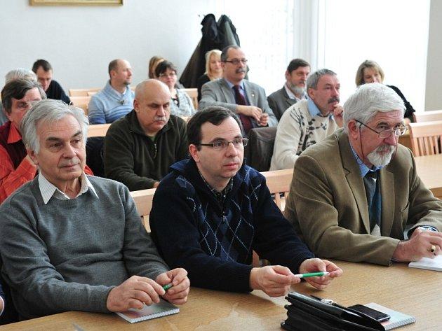 Starostové a zástupci kraje na semináři o odpadech.