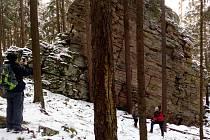 Pod vedením Bohumila Fišera, vedoucího Správy CHKO Brdy, a Karla Urbana, zaměstnance Správy CHKO Brdy, zájemci prošli z Ohrazenice na hřeben Koníčka k vojenským pozorovatelnám a potom zpět kolem zbytků milířů a dvou mrazových srubů.