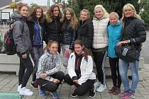 Družstvo děvčat z příbramského gymnázia.