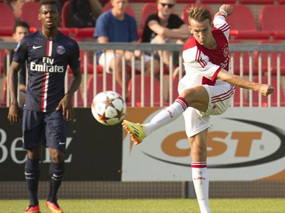 Václav Černý v dresu Ajaxu při premiéře v UEFA Youth League.