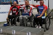Jan Tománek (uprostřed) vyhrál na Slovensku silniční závod i časovku.