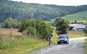 Nedělní závod měl start v Jincích poblíž náměstí 1. máje a vedl přes Ohrazenici do cíle na Krejčovce.