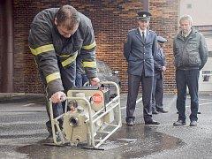 Hasiči ze stanice Příbram HZS Středočeského kraje – územní odbor Příbram dostali čerpadlo nebezpečných látek MAST GUP 3 – 1,5.