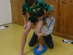 SEMINÁŘ. Fyzioterapeutka Marie Ludvíková vedla odborný seminář pro mládežnické trenéry 1. FK Příbram