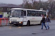 Autobusové nádraží v Rožmitále zabírá zbytečně velkou plochu. Část se v buducnu změní v parkoviště a další část bude osázena zelení.
